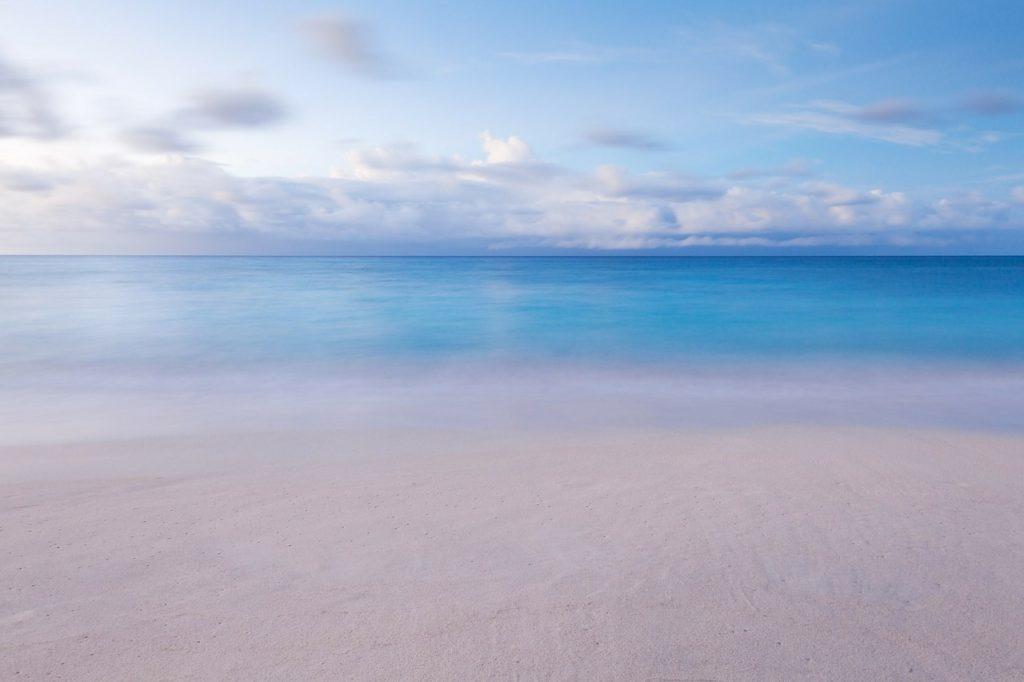 slow life błękit plaża niebo
